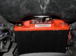 Accu gemonteerd onder brandstofreservoir